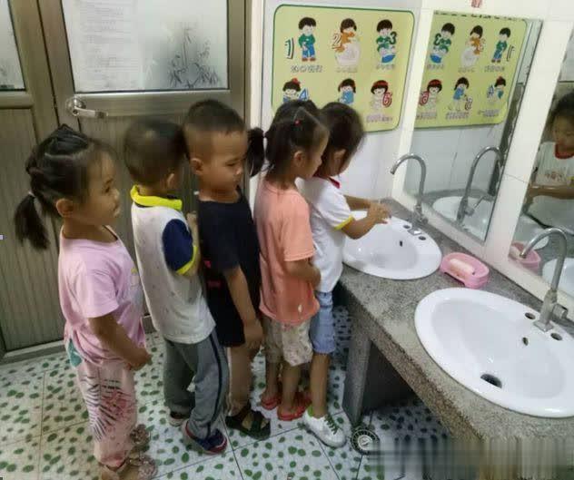 不乱吃东西——河东工业园区实验幼儿园混龄一班食品安全教育活动