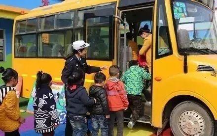 关注校车安全,关爱学生成长