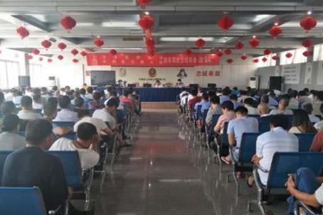 河南平舆县公安局交警大队举办校车驾驶员培训会