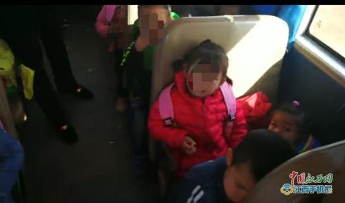 江西省九江市:校车核载19人实载32人,超员比例达60%以上