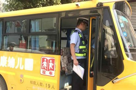 陕西安康恒口大队:开展幼儿园校车安全大检查、大宣传活动