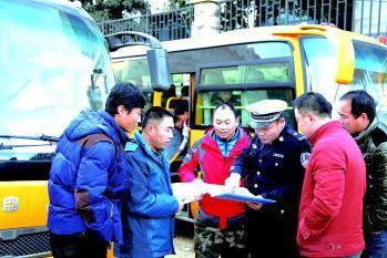 江西省上饶市公安交警部门多形式开展校车安全知识宣传