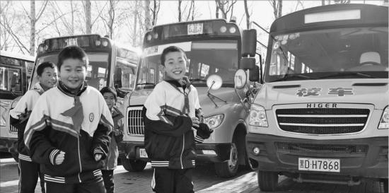 汤原县:村娃坐校车安全又快捷