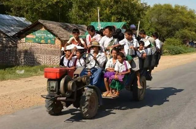 这个国家将拖拉机、牛车、货车等当作校车,外国人看到称不可思议