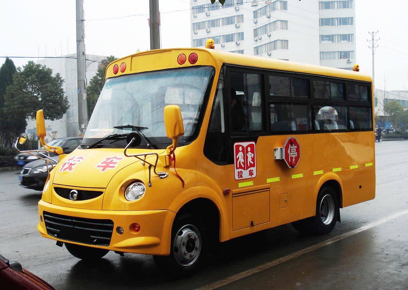 西安高新二小校车司机突发疾病紧急停靠 51个孩子安然无恙