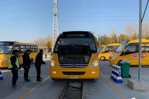 """错时服务!威海车管所为校车安全检验开辟""""绿色通道"""""""
