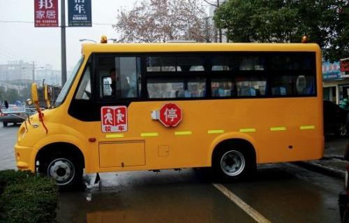 湖南省常德清理校车隐患为中小学生和幼儿园撑起安全伞