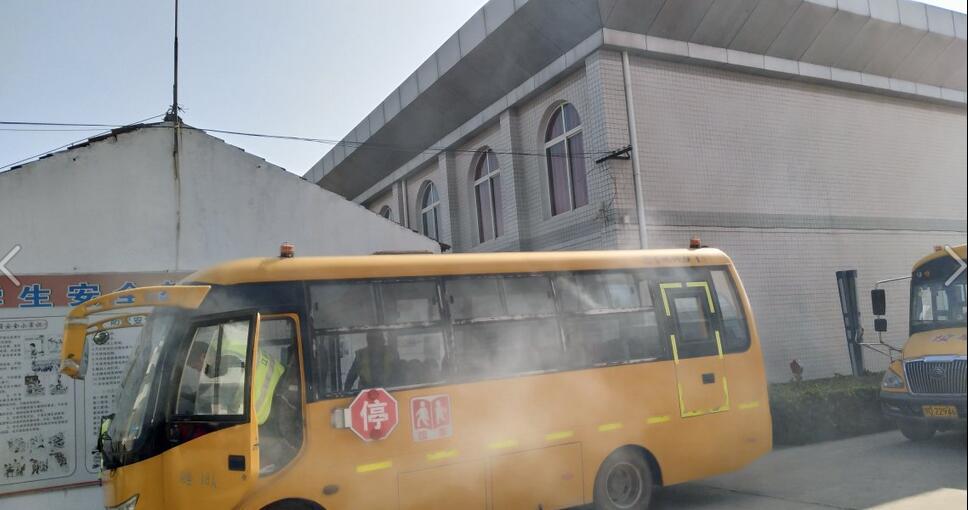 湖北省江陵希望小学:开展校车消防安全演练