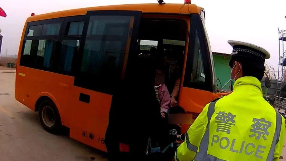 河北:大城这一幼儿园校车违法超载!驾驶员无证驾驶!