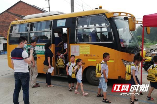 湖南:桃江为学生护航 编织校车安全监管网