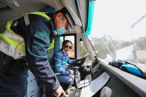 开学倒计时!深圳交警集中查校车、开展校园交通安全专项治理