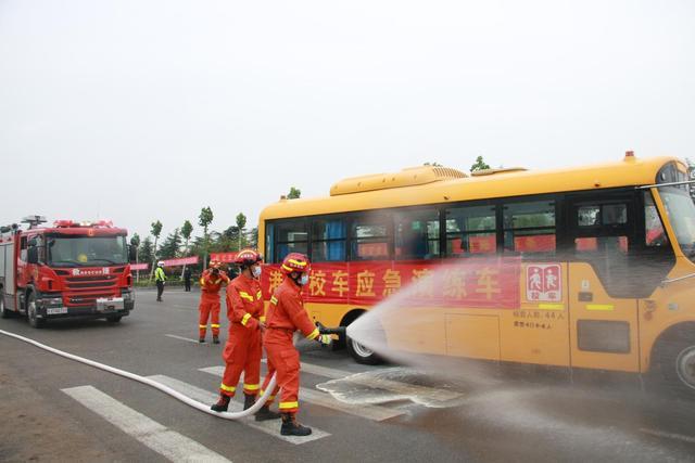 莒南县开展全县校车安全应急演练活动