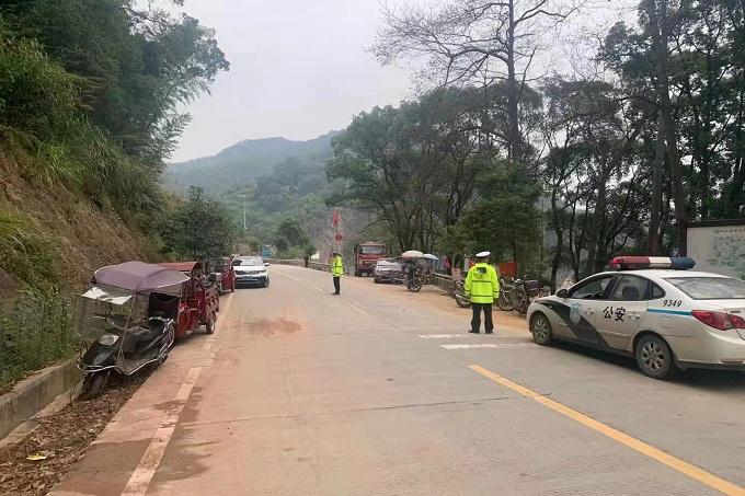 桃江交警三措并举做好秋冬季校园周边交通安全管理工作