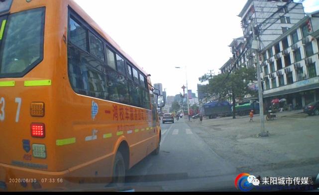 耒阳市校车司机恶意别车,故意急刹车