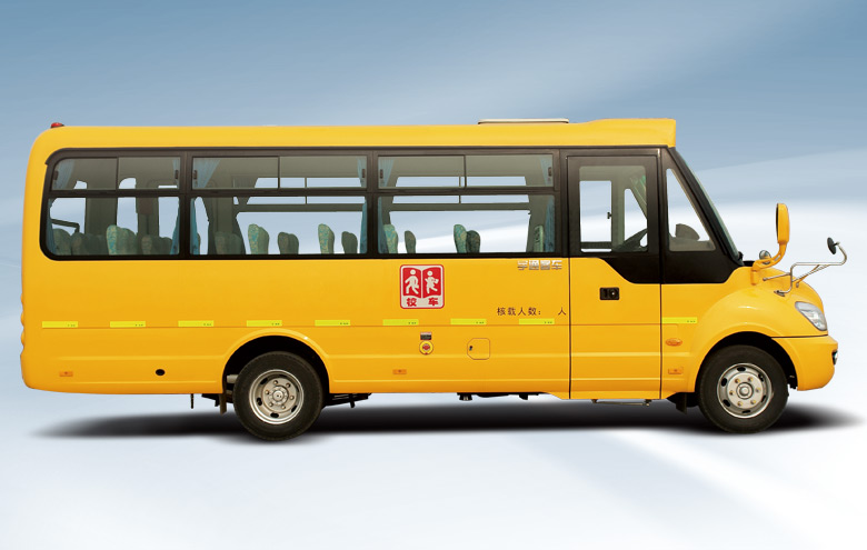 高地板设计:发生侧面碰撞时有效保护车上学生安全