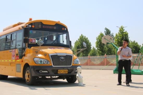 宇通客车用专业校车 守护孩子们的未来