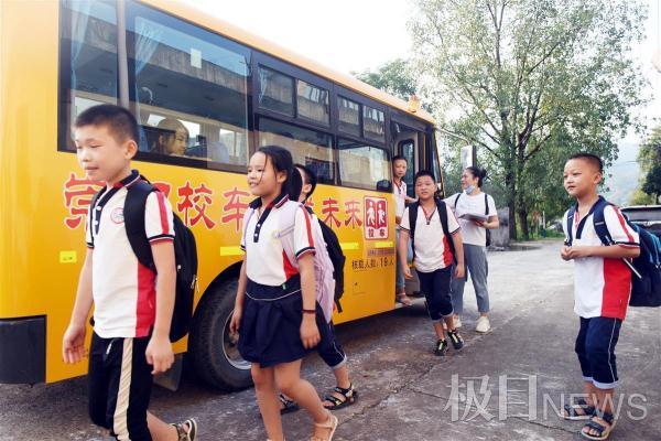 1.2万名学生有了安心上学路:崇阳打造湖北首个智慧校车平台