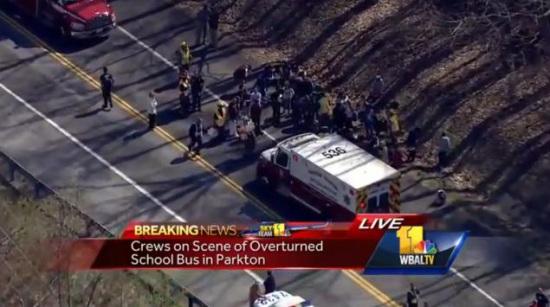 图为事故现场截图。图片来源:WBALTV