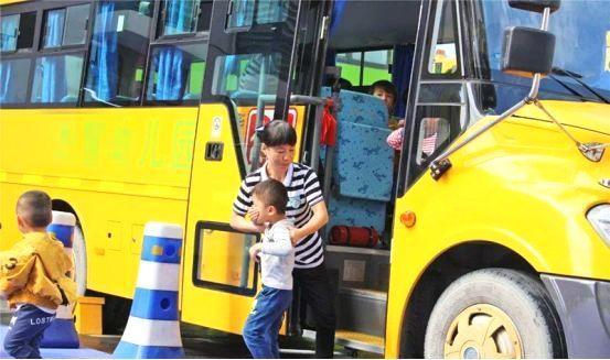 校车安全知识,小朋友乘坐校车要注意什么?