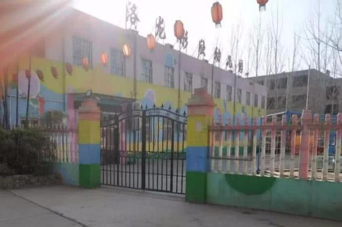4岁男童被遗忘幼儿园校车内8个多小时, 被发现时尿裤子