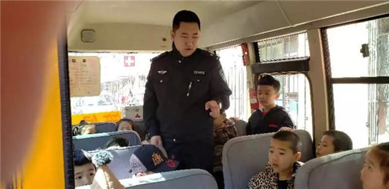 吉林市船营交管大队加大对辖区校车安全隐患排查力度