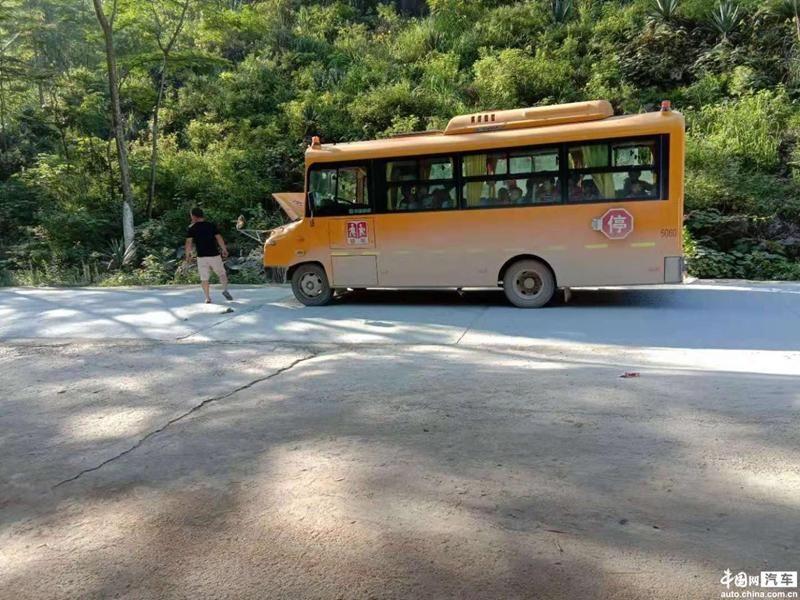 校车安全绝非儿戏 中通客车断油熄火存隐患
