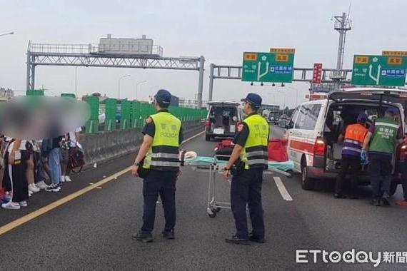 快讯 永平工商校车国一与大货车事故!22学生 1司机受伤 堵8公里