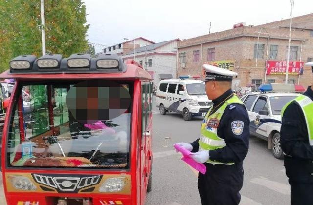卢氏县公安局交警大队围绕冬季交通安全整治行动加强校车和接送学生车辆管理
