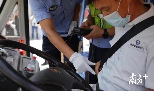 揭阳交警对校长及校车驾驶员开展集中培训