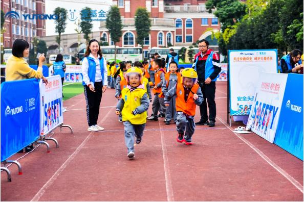 儿童交通安全公益行走进宜宾 宇通演绎爱的N次方
