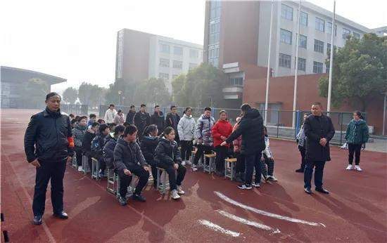 江苏海安:年末岁底绷紧弦 校车、防震双演练