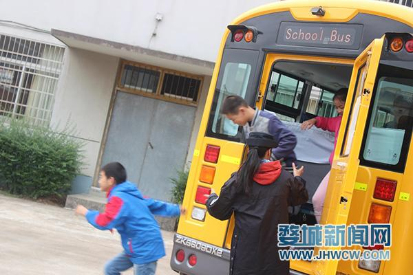 【校车图片】校车消防安全记心间