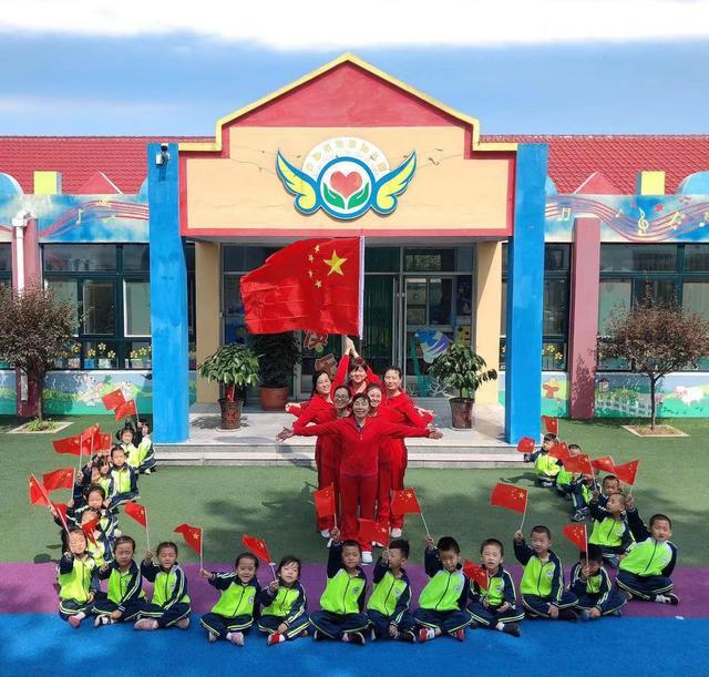 """临淄:谢家幼儿园开展""""我们的节日""""爱国教育活动"""