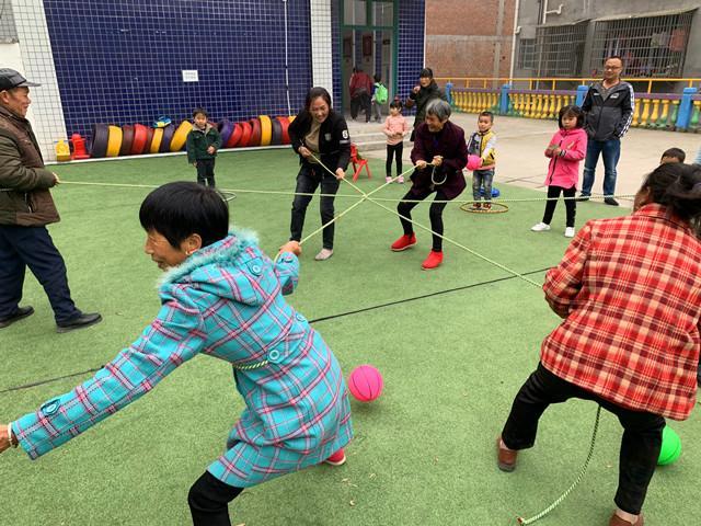 石门县磨市镇中心幼儿园:开展趣味亲子闯关游园会活动