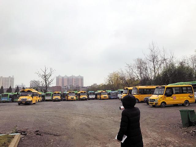 湖北省崇阳县率先成立国有校车公司 收购180多台私营校车严格统一管理