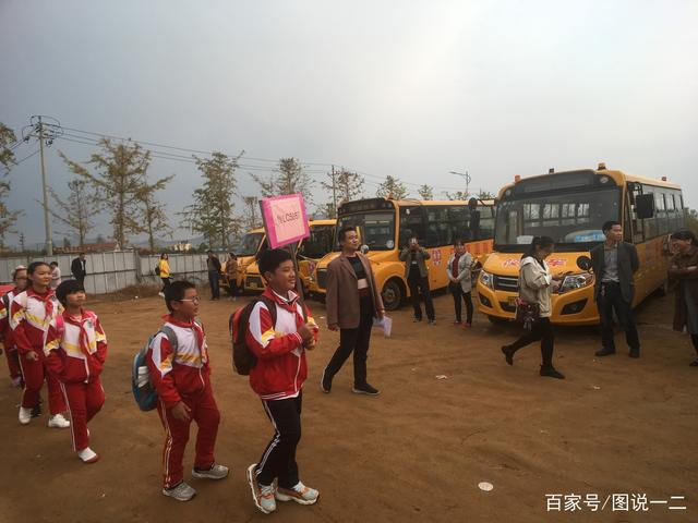 """日照东港区整合校车资源 校车""""私有""""变""""公有"""""""